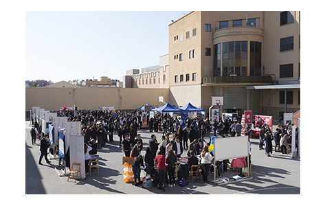 Foto concentració alumnes al pati