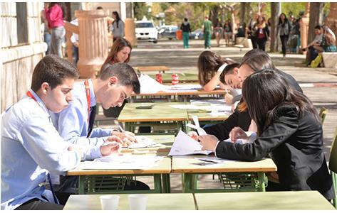 Foto estudiants al pati