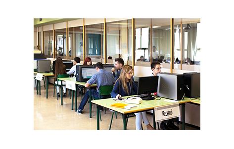 Foto alumnes ordinador